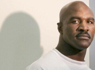 Holyfield imita a Tyson y vuelve al ring