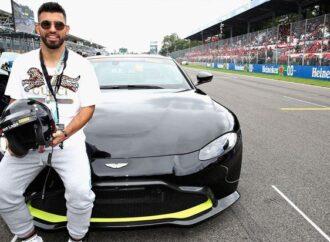 ¿Pega el volantazo? Ahora el Kun Agüero correrá en la Fórmula 1