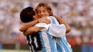 Maradona firmó y Caniggia se sumará al Lobo